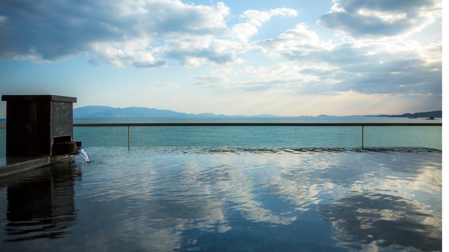 露天風呂付特別客室「天空」瀬戸内海を一望する露天風呂