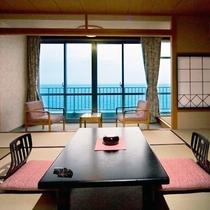 【和室10畳】落ち着いた雰囲気の和室でおくつろぎください。