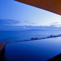 【岩海の湯】露天風呂から望む小豆島と夕景