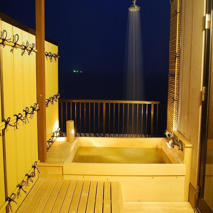 701号室露天風呂(夜)