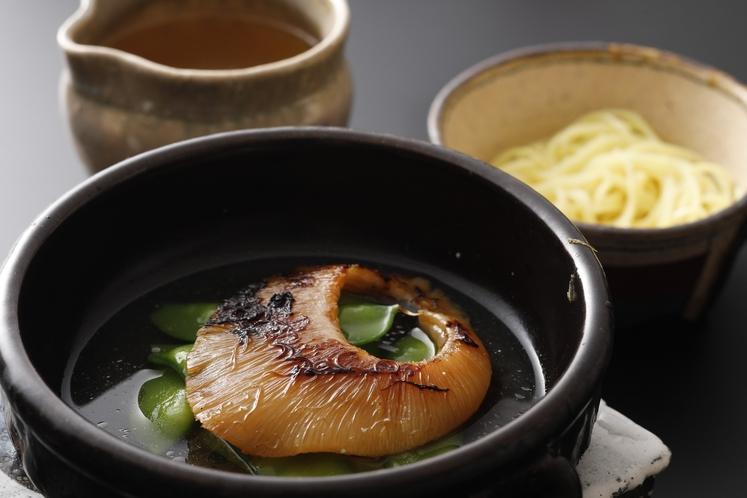 イノベーティブ(厳選素材)会席 (イメージ)鱶鰭ステーキ鯛骨スープ