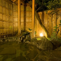 貸切露天風呂 夜の雰囲気