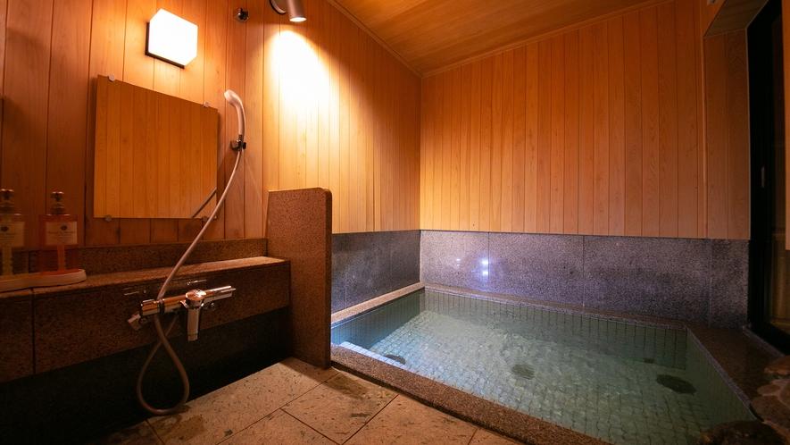 木の風合いを大切にした こじんまりしたお風呂です。