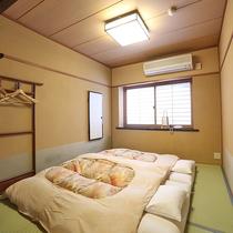 客室内・寝室スペース