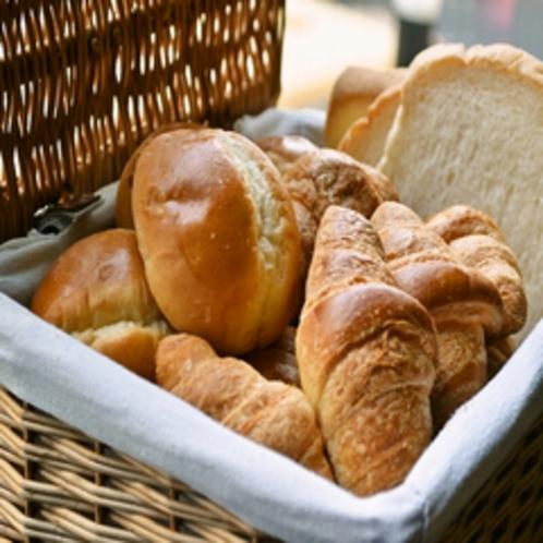 【朝食イメージ】パンは毎日3種類ご用意してます