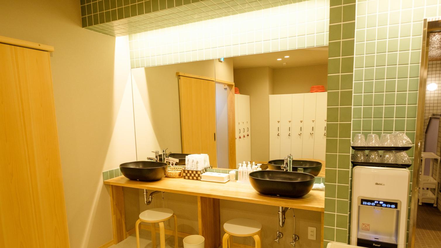 【大浴場・女湯】天然温泉ゆるりん 化粧台です