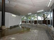 木漏れ日の大浴場