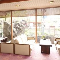 *喫茶コーナー/下呂の町並みを眺めながらのんびりとコーヒーや紅茶などをお楽しみいただけます