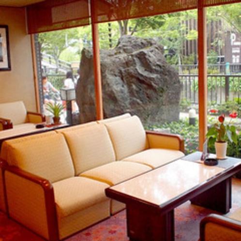 *喫茶コーナー/1階ロビー横にある、ゆっくりお寛ぎいただくスペース