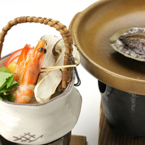 *松茸の土瓶蒸し&アワビの陶板焼き/山と、海の豊かな食材を、味と香りでご堪能頂けます!