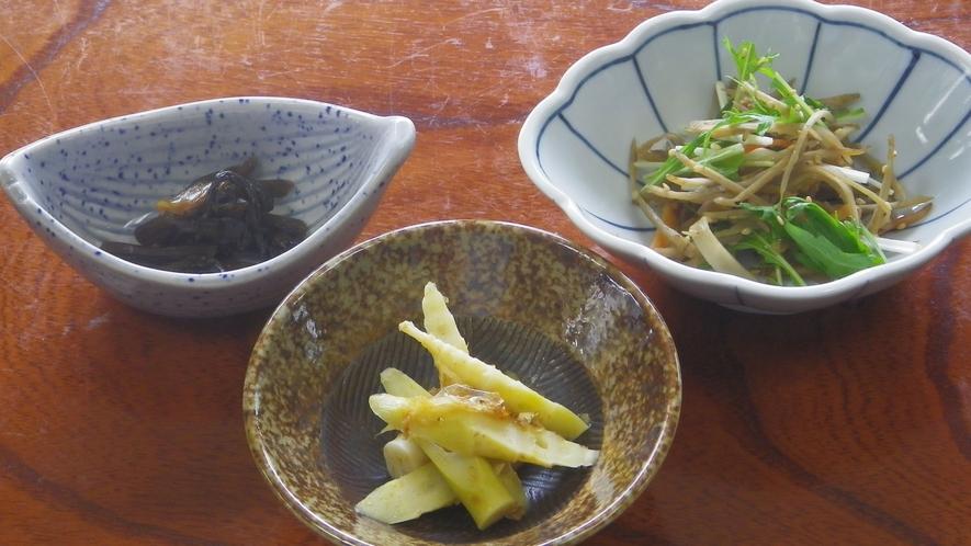 *【朝食一例】地元の旬の食材が体を健康に導きます。