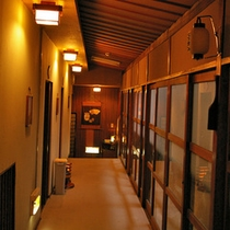 【廊下】旅の一ページに、大正楼の『風情』が彩りを添えます★