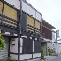 【外観】JR蔵本駅より徒歩2分。観光・ビジネスにご利用ください