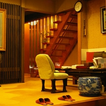 【玄関】いらっしゃいませ★大正時代から続く旅館ですので、なんだか落ち着く…そんな雰囲気のお宿です。