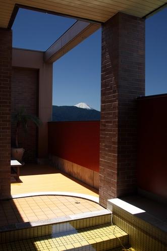 【 別棟:露天からの富士山 】