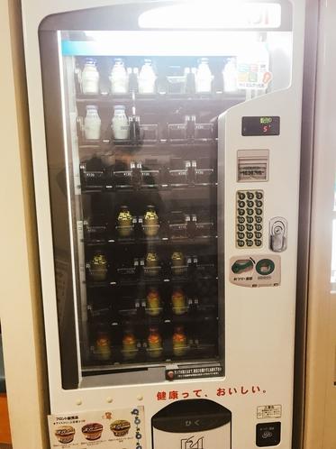 【昔ながらの牛乳自動販売機】