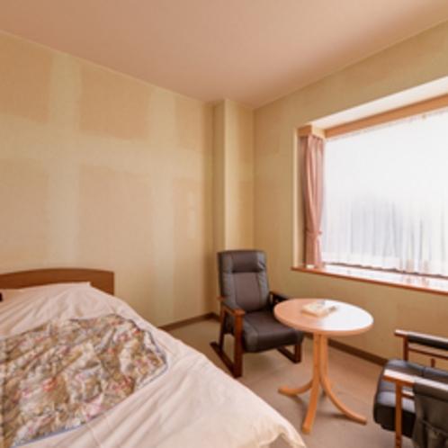 *ツイン(客室一例)/窓際に腰かけて、心地よく吹く爽やかな風に安らぎのひと時を。