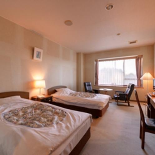 *ツイン(客室一例)/カップルやご夫婦に◎広々としたベッドで安眠の夜をお過ごし下さい。