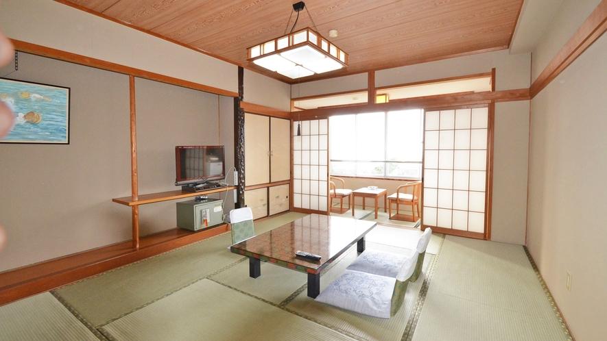 *【和室10畳】全てのお部屋から太平洋が臨めます。時間によって異なる海の風情をお楽しみください。
