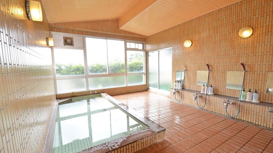 *【男湯】1階には「海の望める大浴場」が。人口の医王石温泉で23時まで入浴OK。