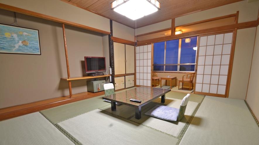 *【和室10畳】全てのお部屋から太平洋が臨めます。夜は月や大型船・漁船などの往来が楽しめます。