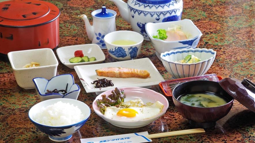 *【朝食】一例。お米&野菜にこだわりあり!契約農家からの美味しい減農薬米、地野菜を使用。