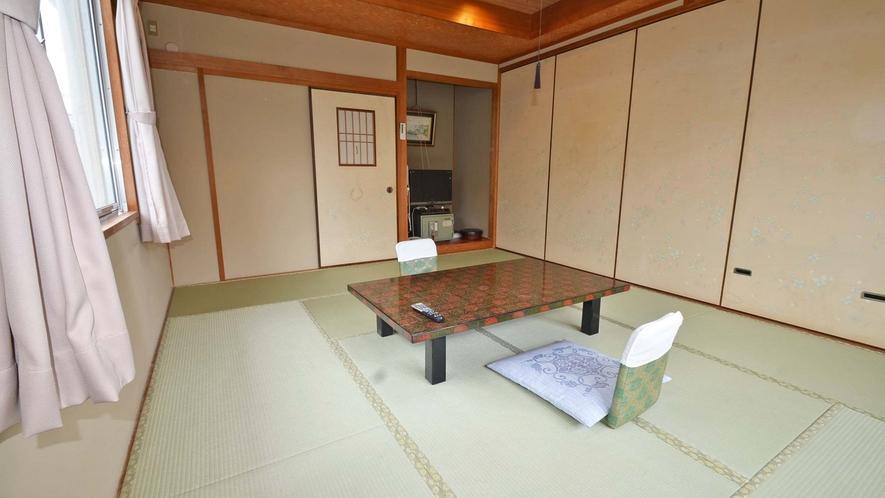 *【和室10畳 訳あり】窓2面で明るいお部屋ですが、海はみえません。その為お安くしています。
