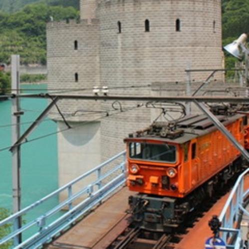 春の黒部峡谷鉄道トロッコ電車