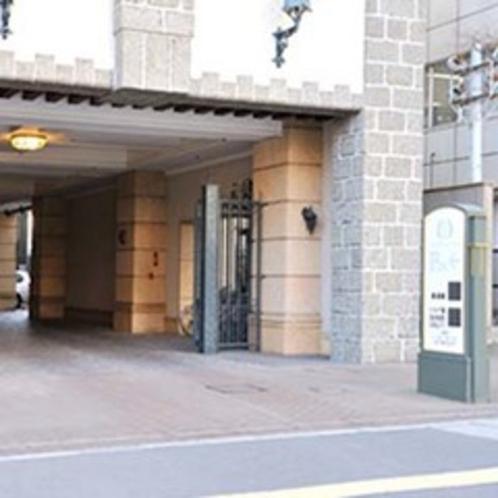 ★駐車場は「愛宕上杉通」側からお入り頂けます。