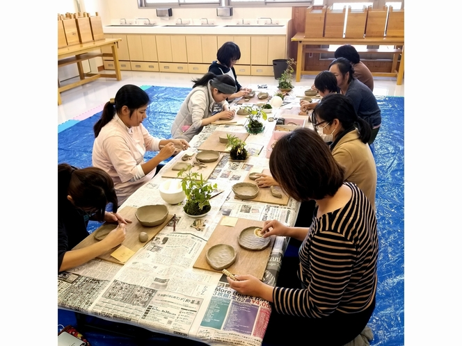 陶房Kibiによる、手びねり体験。