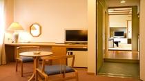 コネクトルーム〈和室10畳+洋室ツインルーム〉