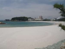白い砂♪青い海の白良浜まで徒歩で!!