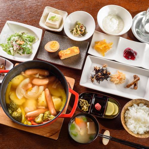 【朝食】ほっこりポトフと新鮮野菜たっぷりの朝食