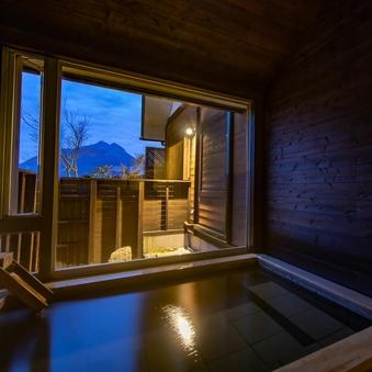 【蔓-つる-】葡萄酒畑と列車の洋室 洋風呂と由布岳