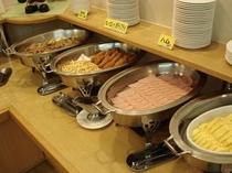 無料朝食バイキング◆毎日日替わりで約30品目御用意しております。