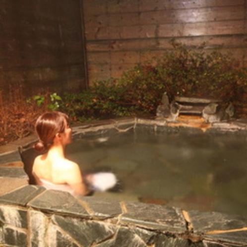 露天風呂と女性03