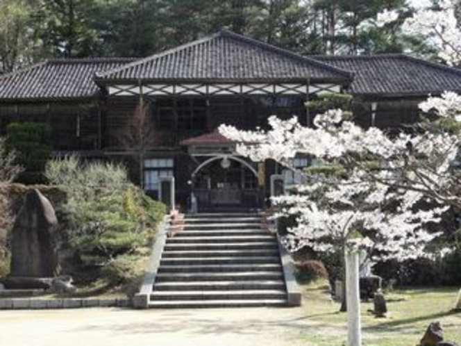 吹屋小学校と桜2