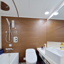 【MAIN TOWER】パティオツインルーム バスルーム 大型レインシャワー導入、ウォシュレット完備