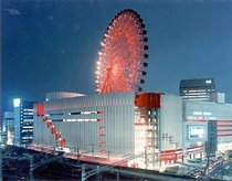 大阪駅前の都会ド真ん中に観覧車!!