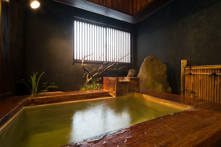 漆芸ひのき露天風呂