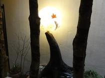 廊下を照らす和紙で出来たライト