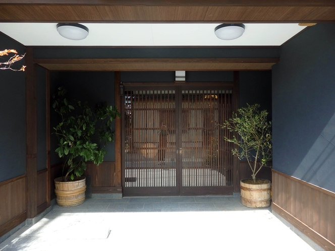 うるしの宿の玄関