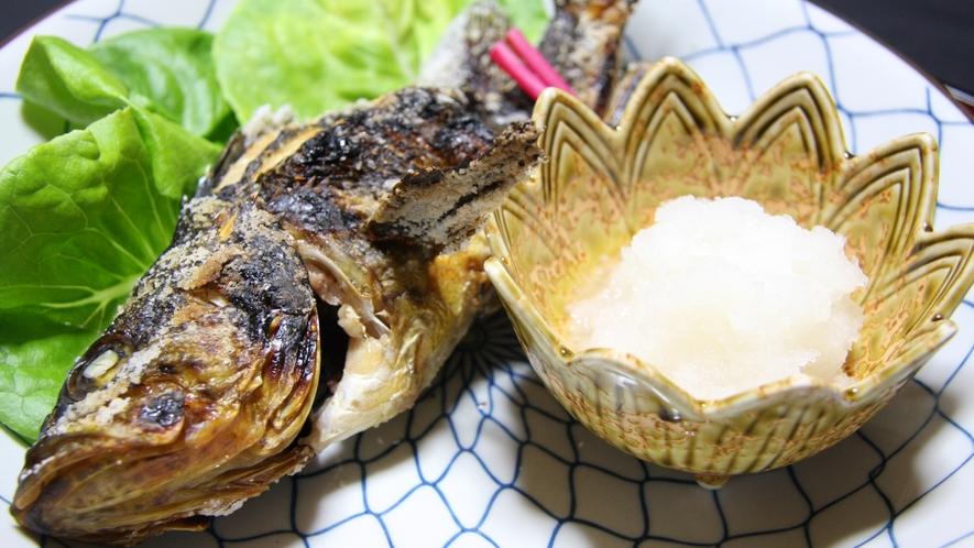 *夕食一例/身はふっくら、皮はパリッと!旬の素材を活かしたシンプルな美味しさです。