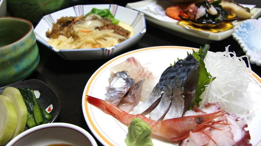*夕食一例/様々な和倉のおいしさを味わっていただけます。旬の食材を仕入れによって調理いたします。