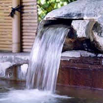 温泉の湯量