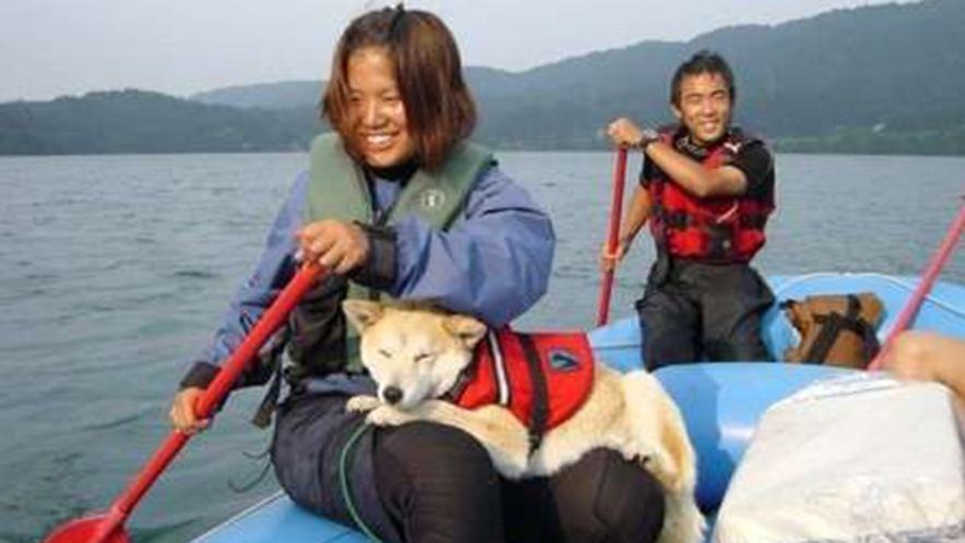 【わんわんラフトピクニック】綺麗な青木湖で愛犬と一緒に遊びましょう!ガイド付で安心♪