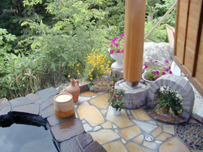 ガーデン調の「ホタルの庭園」風呂