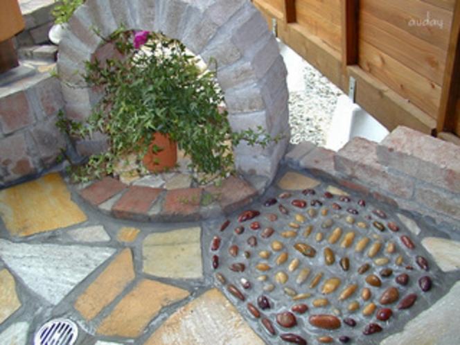 「ホタルの庭園」風呂 踏み石