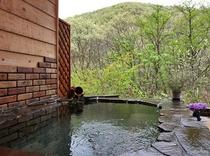 「ホタルの庭園」風呂 新緑