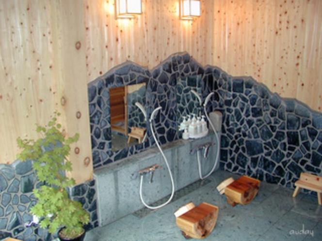 「ヤマセミの渓流」風呂 洗い場